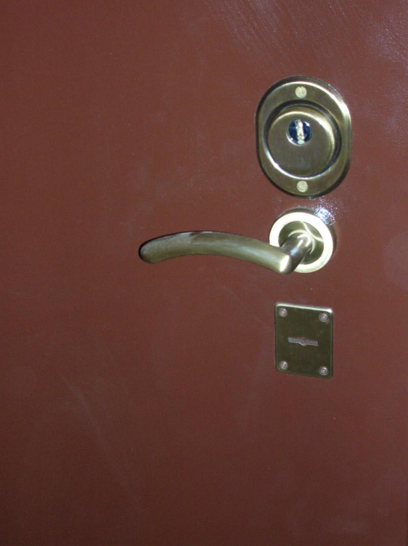 ручка для металлических дверей