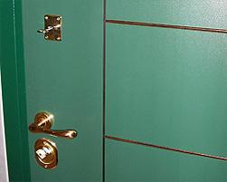 дверь с отделкой пластиком