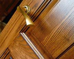 дверь с отделкой массивом дуба